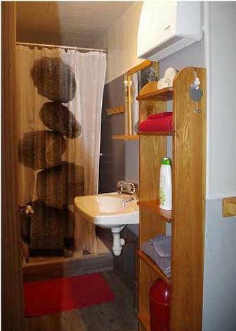 gite la porte du chardonnet aux estables, salle de douche