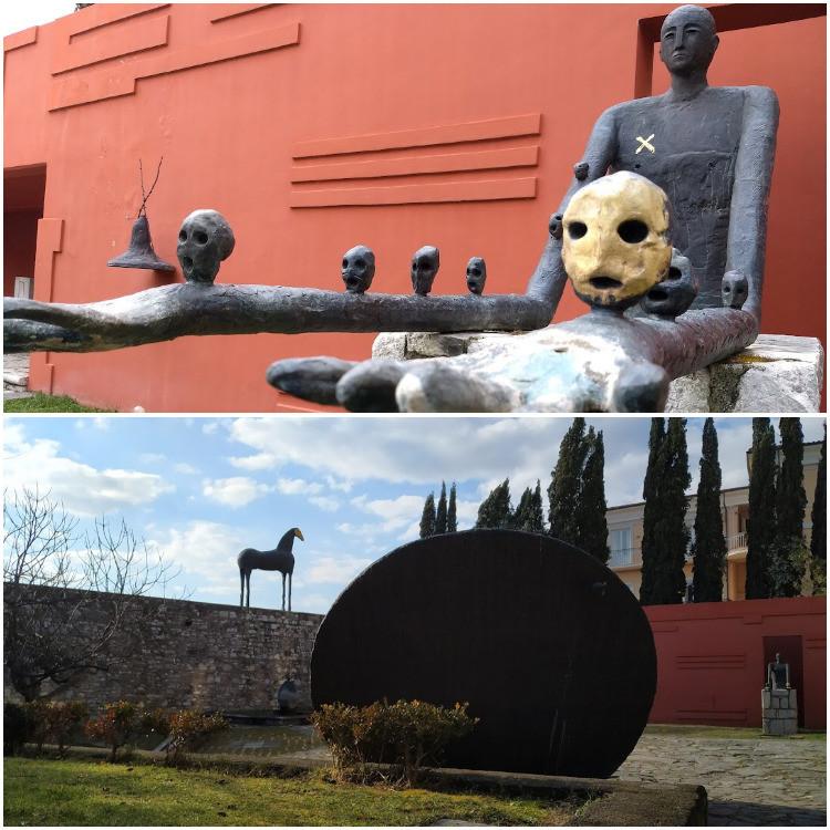 L'Hortus Conclusus con una fontana a forma umanoide, il Cavallo in bronzo e lo Scudo