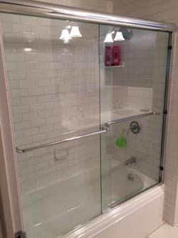 Bathtub Semi-Frameless slider