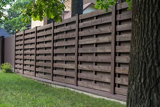Wooden-Fencing-Contractors1.jpeg