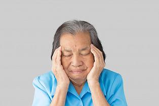 abuela-agotada-tensionada-que-tiene-dolo