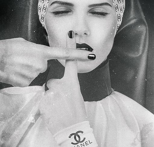 Chanel Nun_140x180cm.jpg