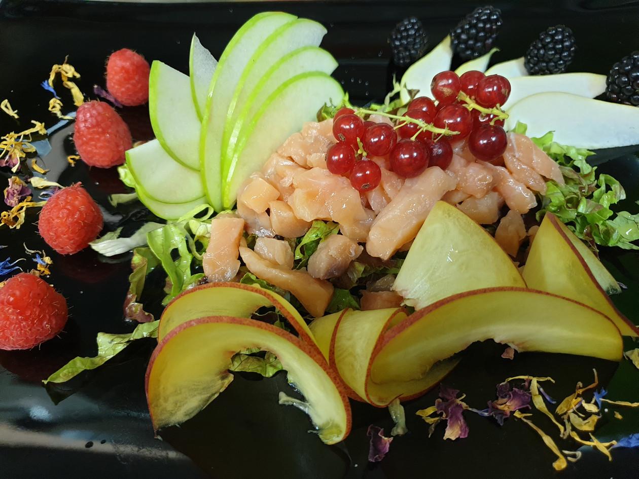 Scubettata di salmone con frutta fresca