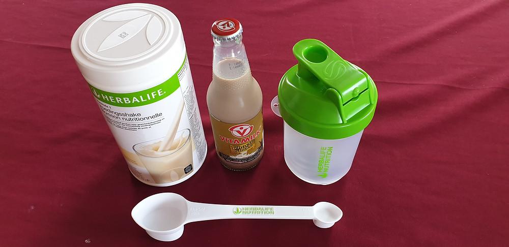 Formule 1 Voedingsshake + 300 ml. Choco shake sojamelk + Shaker + Maatlepel.