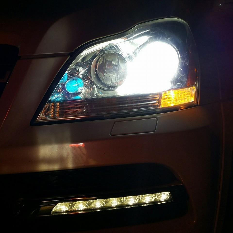 2011_GL550_Headlight