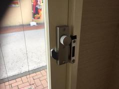 玄関ドア施錠