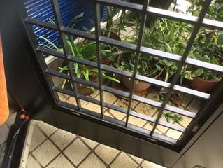玄関ドアのガラス交換工事