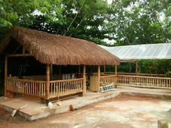 bambu com cobertura de piaçava