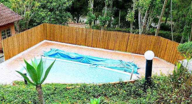 painel de bambu para piscina