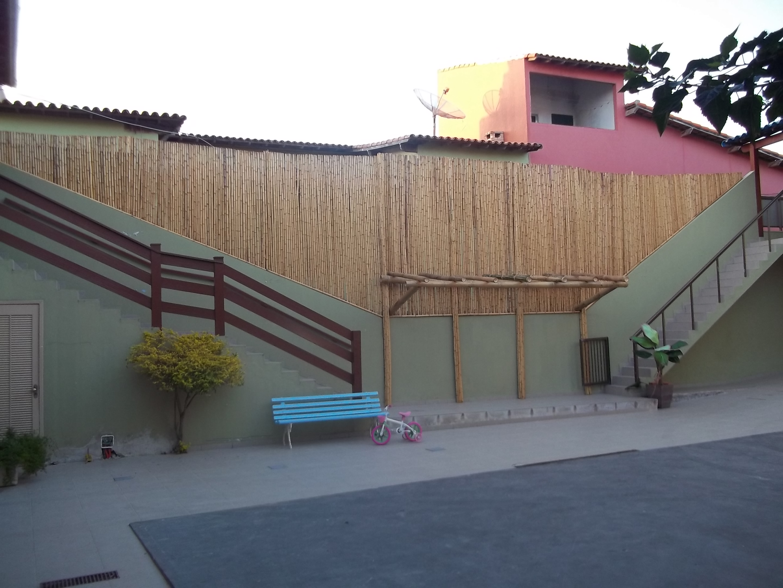 cerca de bambu alta