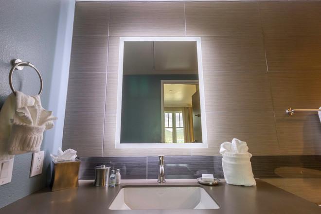 Aspire_TwoBedroomSuite_2BRSTE_Room205_Ju