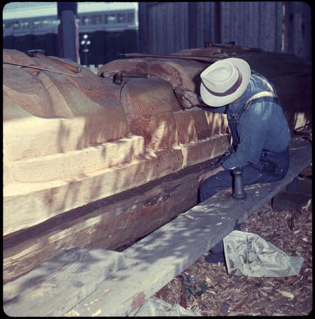 Mungo Martin carving at Wawadiťła