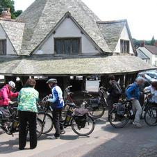 Cycle group outside Yarn Market.JPG