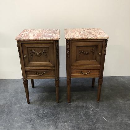 Paire de table de nuit en bois sculpté - C309