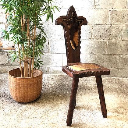 Chaise tripode en bois sculpté - 691