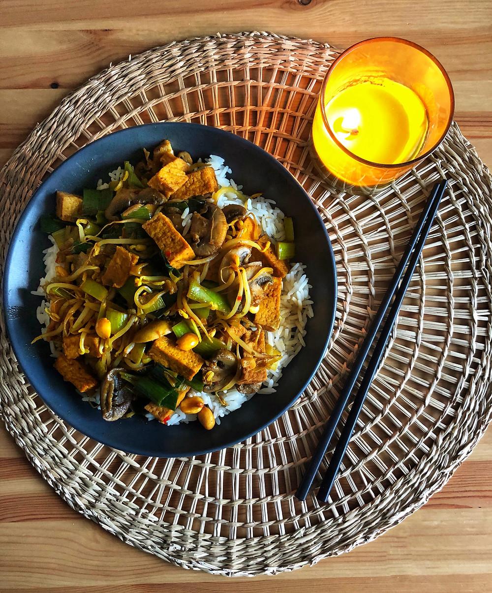 Blondieskeuken, Blondies Keuken, Sam de Roos, toegankelijke recepten, makkelijke recepten, recepten, lekkere recepten, recept met rijst, recept met taugé, recept met prei, tofu marineren, recept voor tofu, rijst met tofu, gerecht met rijst