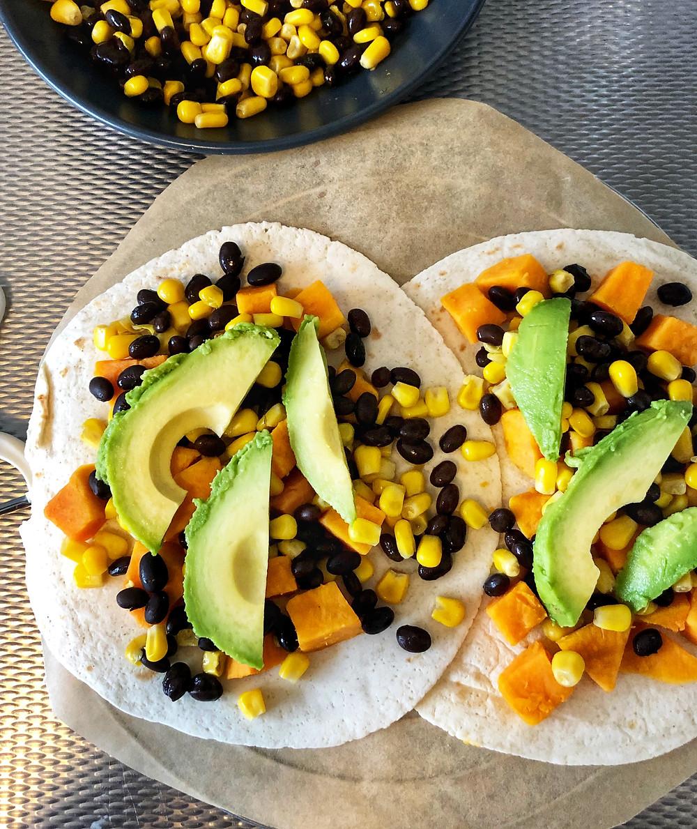 Blondieskeuken, Blondies Keuken, recepten, makkelijke recepten, toegankelijke recepten, tortizza, Tortitza, Mexicaanse tortiza, wrap gerecht, wrap recept, recept met zwarte bonen, recept met avocado, recept met wraps, mexicaans recept, mexicaans gerecht, cactus, pizza alternatief