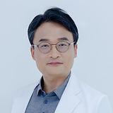 강원장님 단독컷_의사자켓 (1).jpg