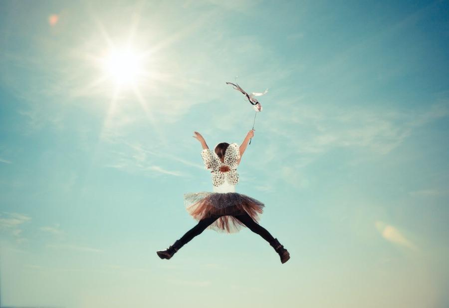 Kind fliegt zur Sonne - Wiederentdeckung Phantasie - myGiulia