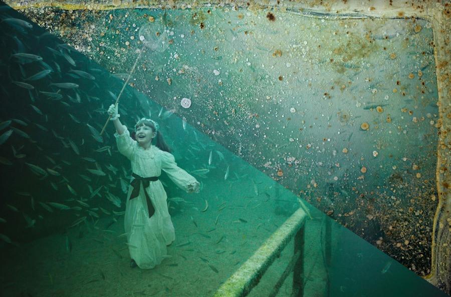 Mädchen unter dem Meer