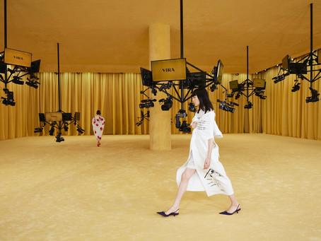 Prada apresenta coleção de estreia de Miuccia e Raf Simons como co-diretores na MFW