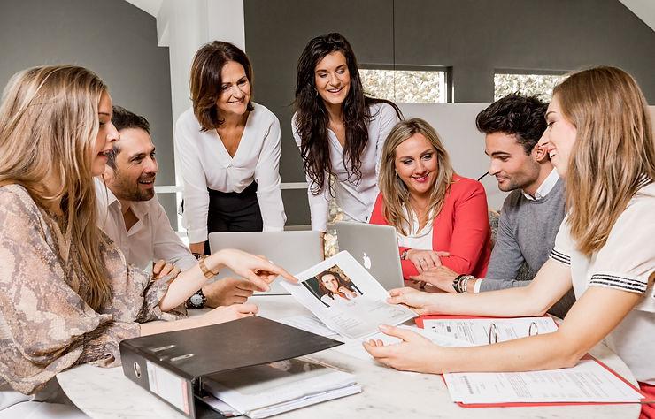 Bespreking met het team van ons relatiebureau zodat we de fijnste dates kunnen vastleggen