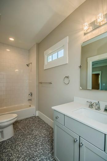 Silvastone - Hall Bath