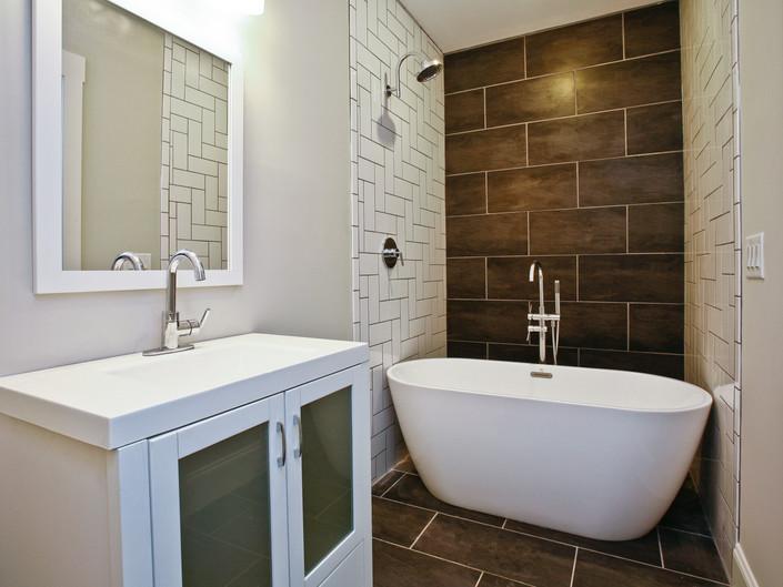 Janellen - Upstairs Bedroom Bath