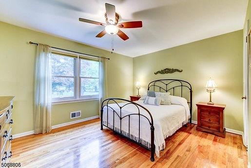Bedroom -a.jpg