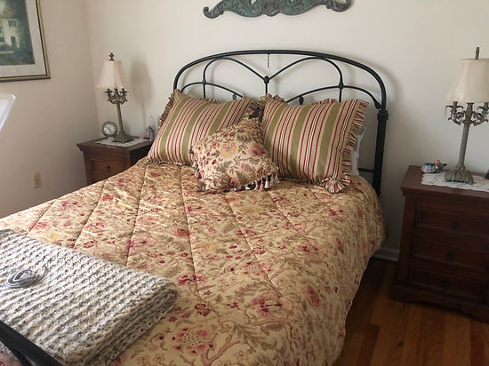 Bedroom - b.jpg