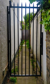 High security alley gate