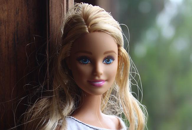 barbie%2C%20portrait_edited.jpg