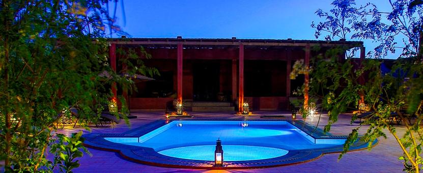 Piscina_y_salón_multiusos_Nomad_Palace.