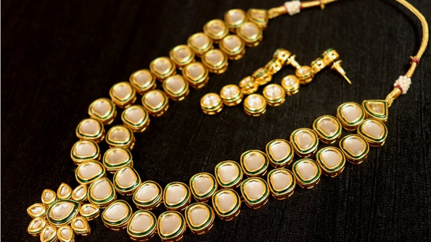 Buy this Awesome Kundan Necklace with an year warranty