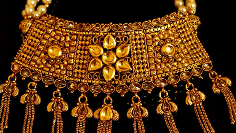 1 gram gold plated necklace set along with kundan stones