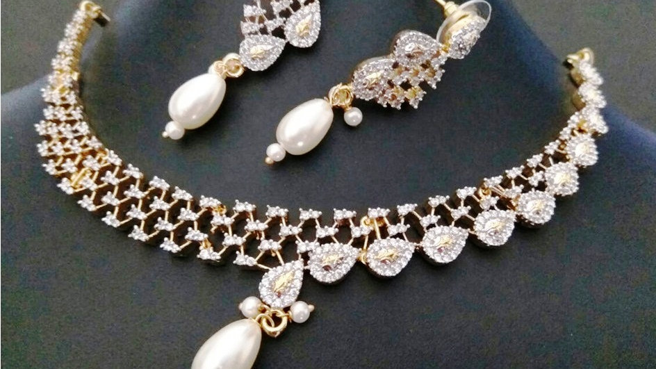 Simple ,Stylish and elegant american diamond necklace set