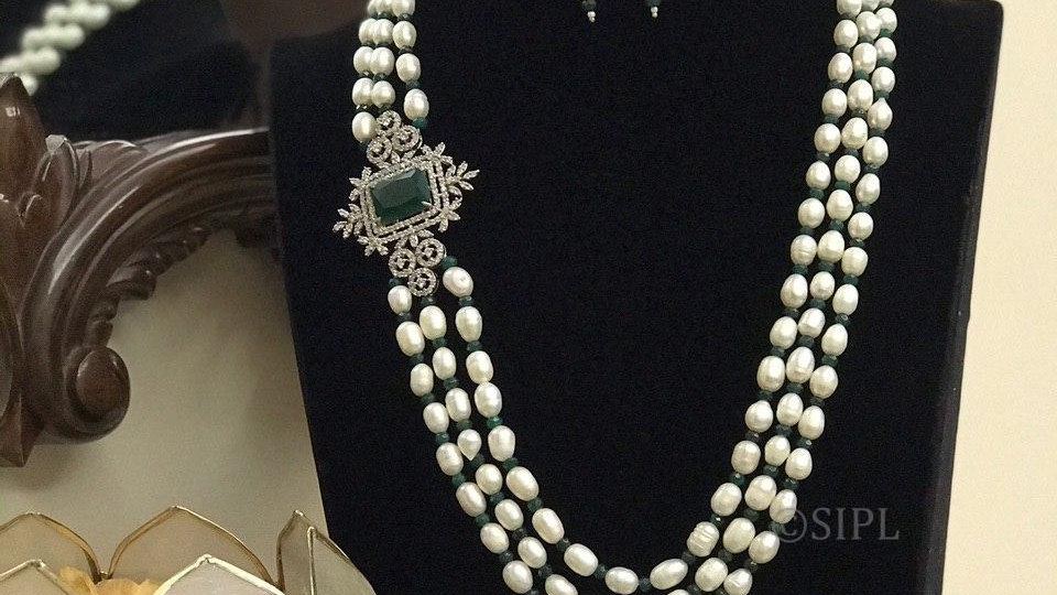 Classic Design Side Broach American Diamond Natural Baroque Pearl with Onyx Bead