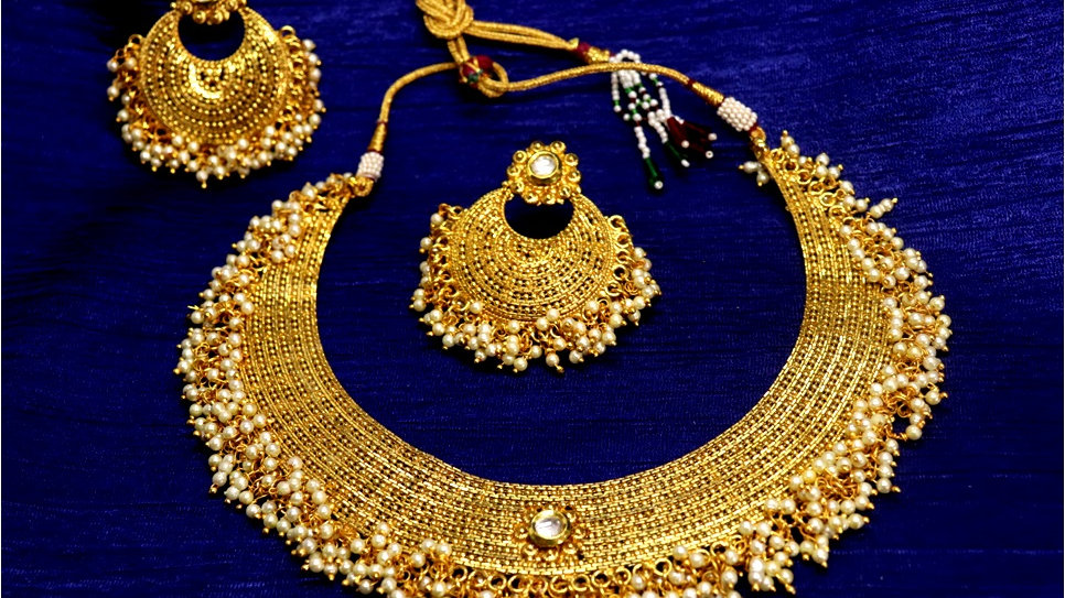 Gold plated Necklace set with pair of beautiful jhumka