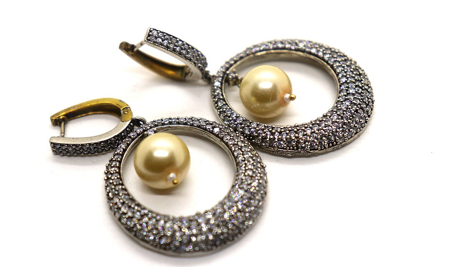 Elegant American Diamond Dangler along with fresh water pearl