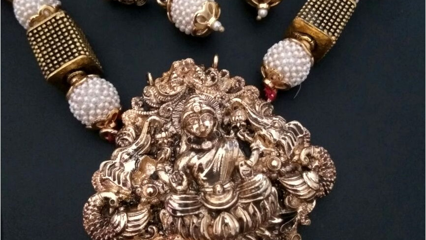 Goddess laxmi engraved Necklace set along with beautiful beads chain