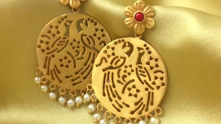 Gold plated,elegant earrings with warranty