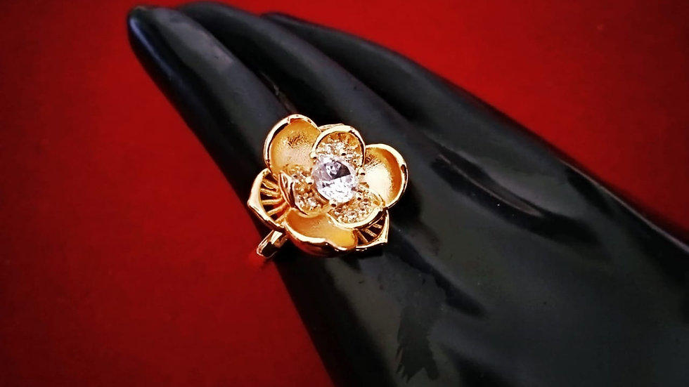 Rose flower shaped Beautiful and elegantly designed American diamond ring