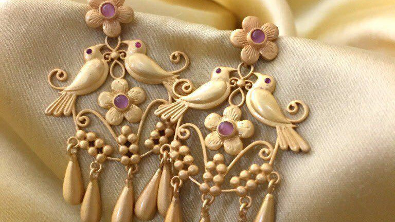 Gold plated,Sparrow designed beautiful pair of earrings