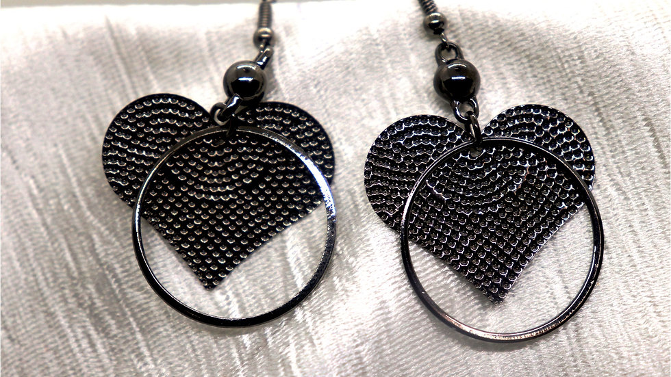 Heart shaped Beautiful pair of earrings with warranty