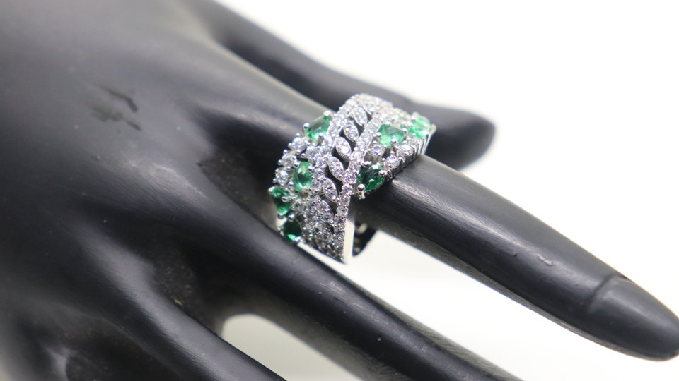 Cubic zircon, elegant and stylish finger ring with warranty
