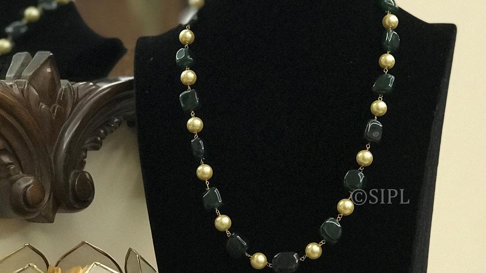 Elegant Design Tumble Stone With Gold Beads