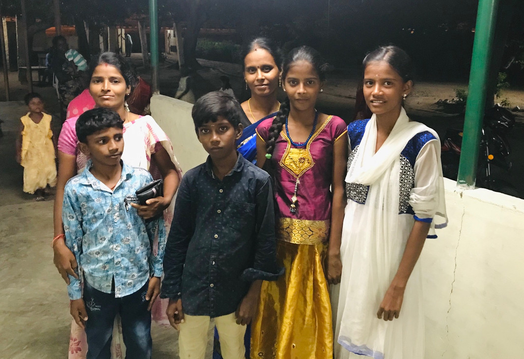 Families from the local community visiti