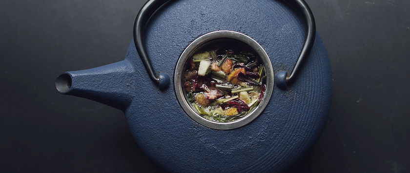 Teillère rempli de thé de Tours.