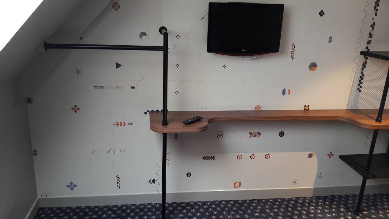 SM INT COM - SM Furniture - Maxim Folies