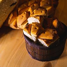*Servicio de pan 1,50€/persona.